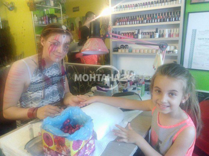 Индианки правеха прически и маникюр на децата от Монтана