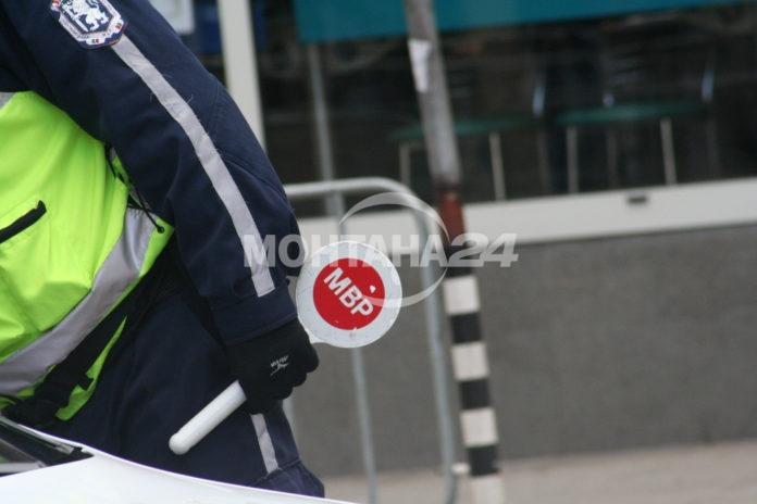 Мотоциклетист блъсна полицай
