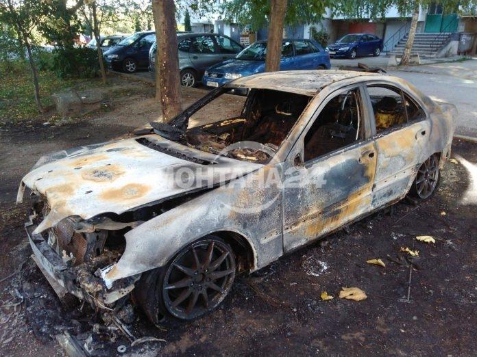 Два автомобила изгоряха в Монтана