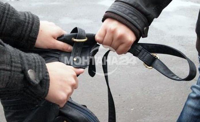Криминално проявен младеж открадна телефона на ученик