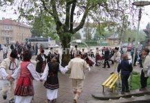 В село Замфирово посрещат дядо Коледа и Снежанка с автентични танци. Тържеството ще открият коледари, които ще благославят за здраве и берекет.