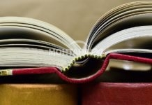 Дари книга на библиотеката в Монтана