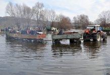 В Горно Церовене празнуват днес в реката