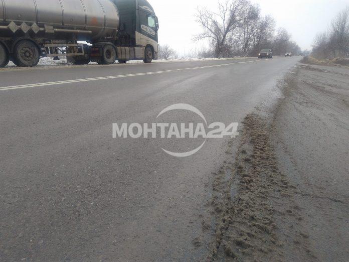 Почистиха път до асфалт в региона (СНИМКИ)
