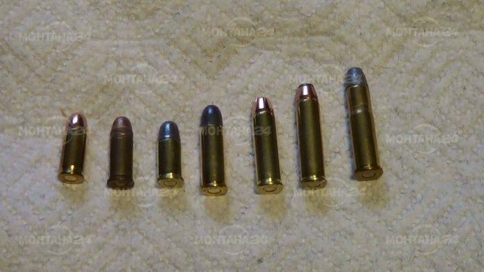 Обраха къща, в друга откриха боеприпаси