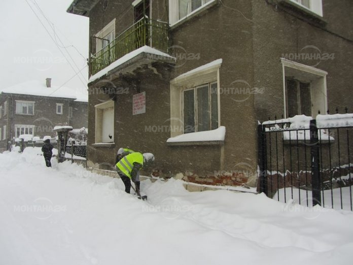 Сняг в Сърбия, близо 35 литра дъжд за час в Монтана