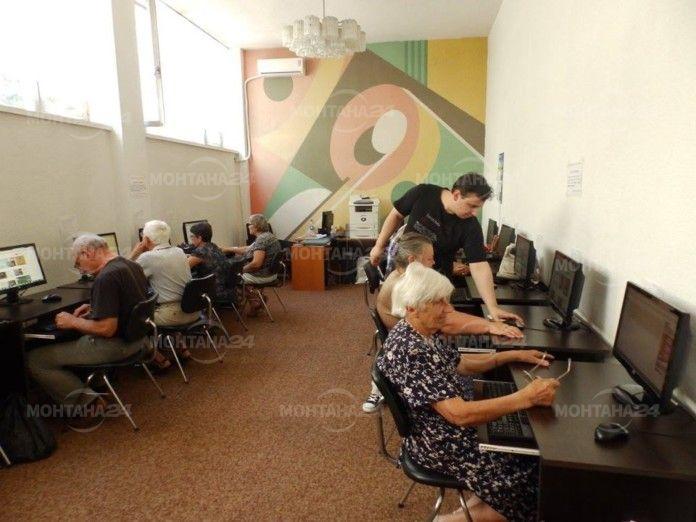 Пенсионери от Монтана ще се учат на компютри