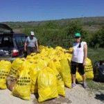 Над 1 тон пластмаса събраха доброволци около язовир Огоста