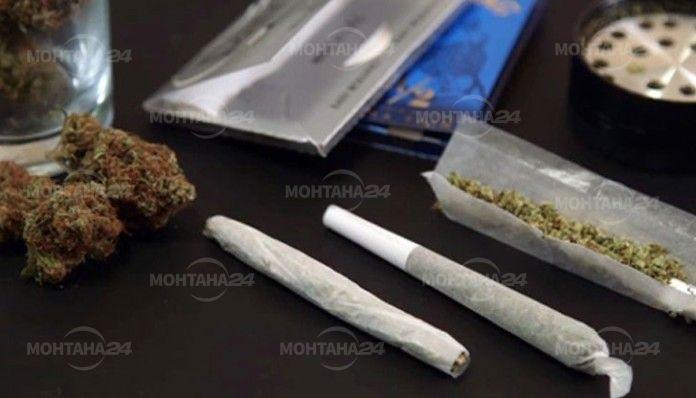 Полицията иззе наркотици, оръжие и цигари без бандерол