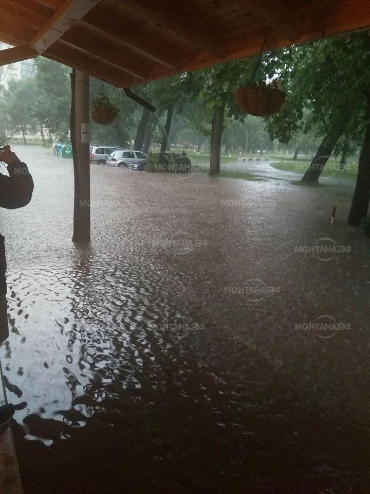 Монтана под вода! Има наводнени къщи