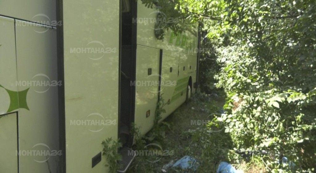 Румънски автобус с туристи катастрофира между Видин и Монтана, рано тази сутрин. Няколко души са пострадали.