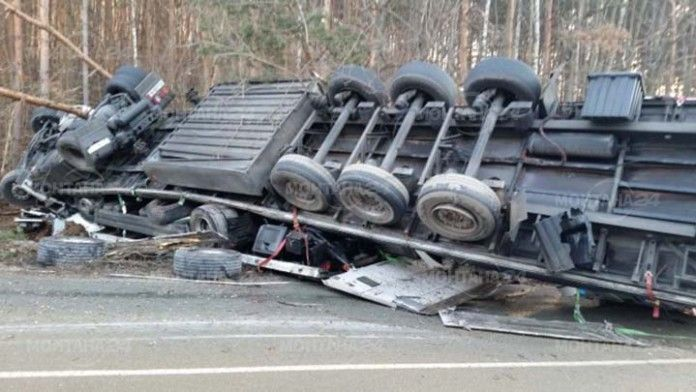 ТИР се обърна на завоите по Е79 край Димово. Камионът е пътувал в посока Видин и бил натоварен с матраци.