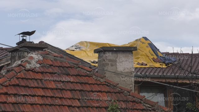 От последните минути! Мълния запали къща в Берковица