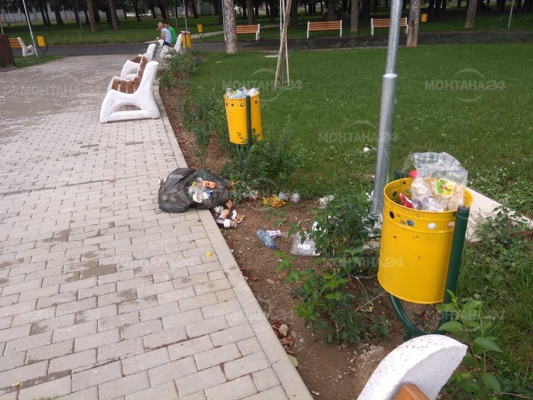 Семки, фасове и боклуци загрозиха новия парк