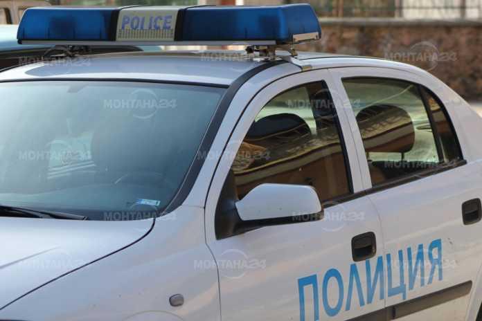 Пиян шофьор се заби с колата в дома си