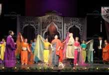 Октомврийското турне на театъра продължава