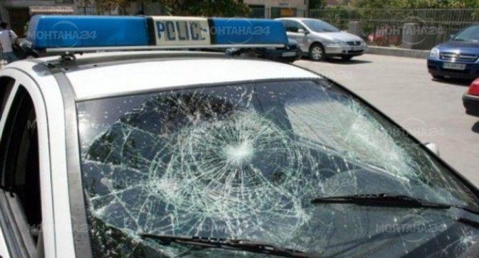 Екшън в Медковец! Счупиха патрулката на полицията