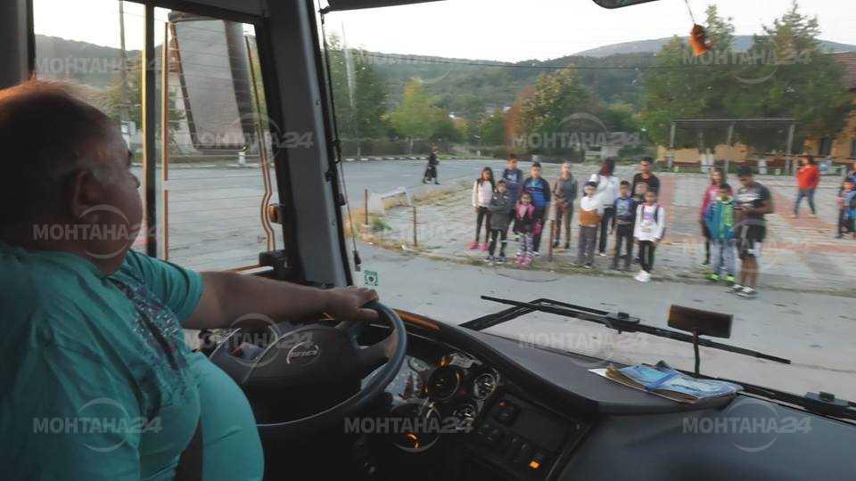 Стотици деца се превозват всеки ден до училищата в Монтана