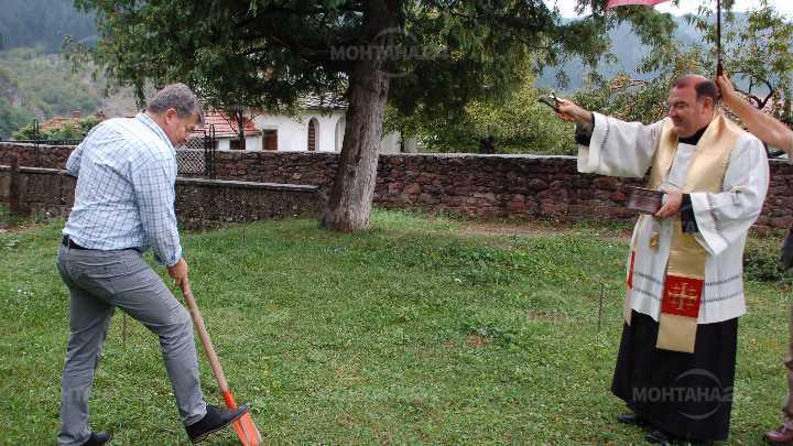 Строеж на параклис-костница започна в Чипровци
