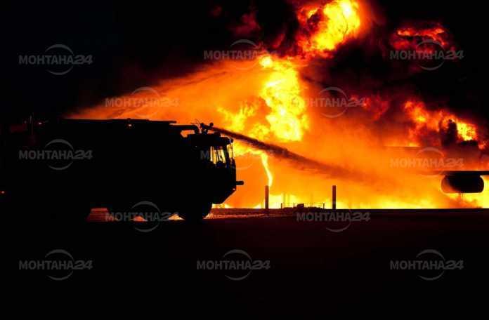 Къща горя като факла в Монтана