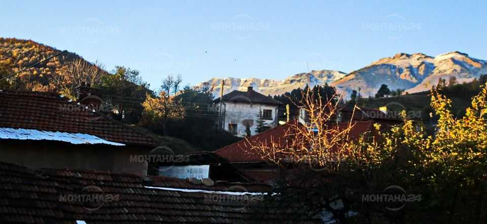 Първи сняг подна над Чипровци