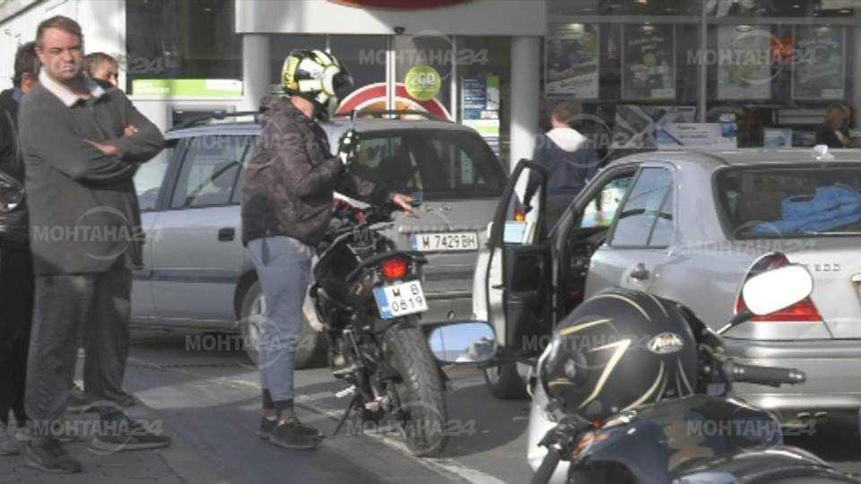 Монтанчани блокираха бензиностанциите в града