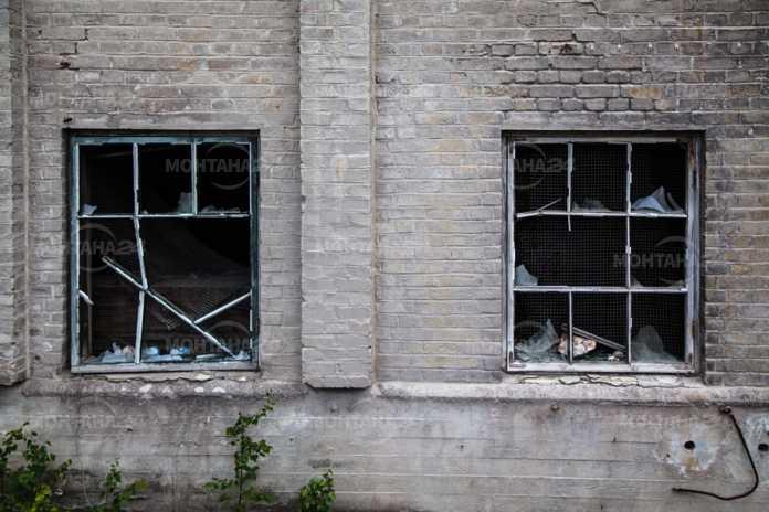 Изпочупиха прозорците на училището в Бойчиновци