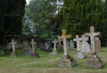 Изхвърлиха човешки останки от гробница, за да сложат друг починал