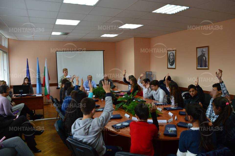 Седмокласници от Вършец станаха общински съветници
