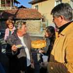 Чипровчани вдигнаха банкет на новоасфалтирана улица