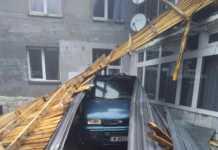 Силен вятър отнесе покрива на хижа Ком