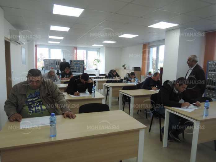 "Осем електромонтьори получиха свидетелства по европроекта ""Ново работно място"""