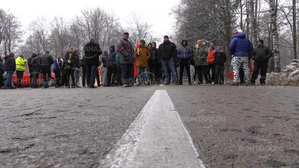 Протестиращи затвориха пътищата за София