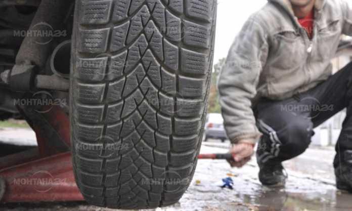 Откраднаха гумите на автомобил в