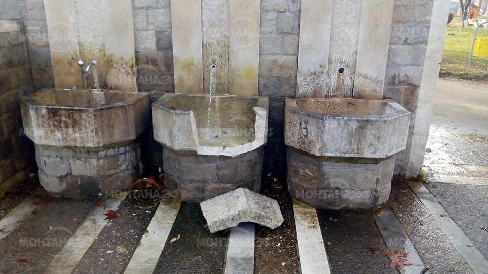 Вандали счупиха чешмата в Градската градина