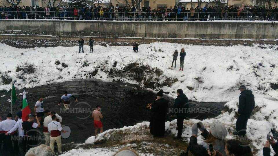 Мъжко ледено хоро се изви във Вършец