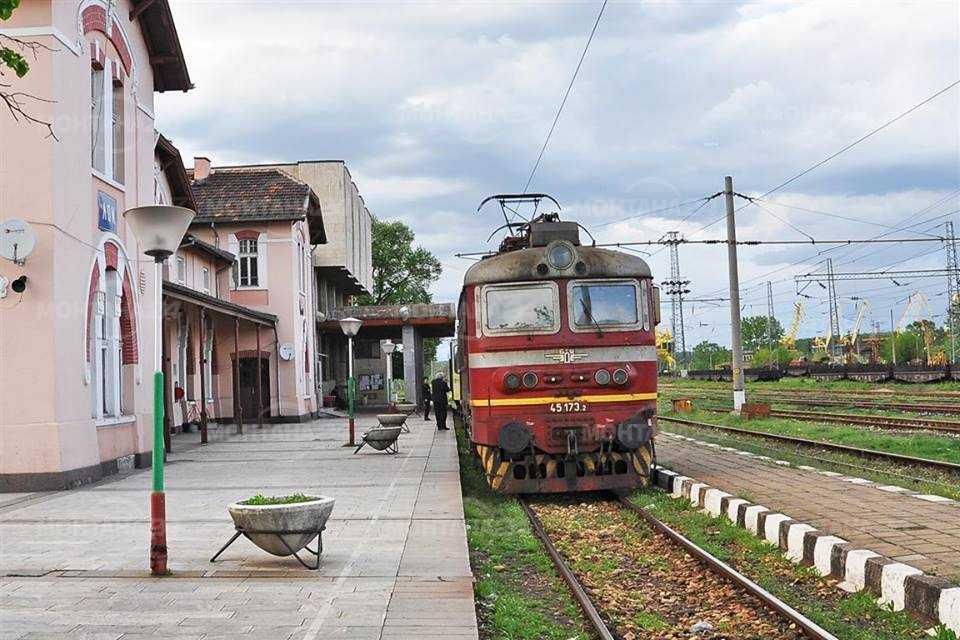 Няма да бъдат закривани влакове по линията Лом - Брусарци