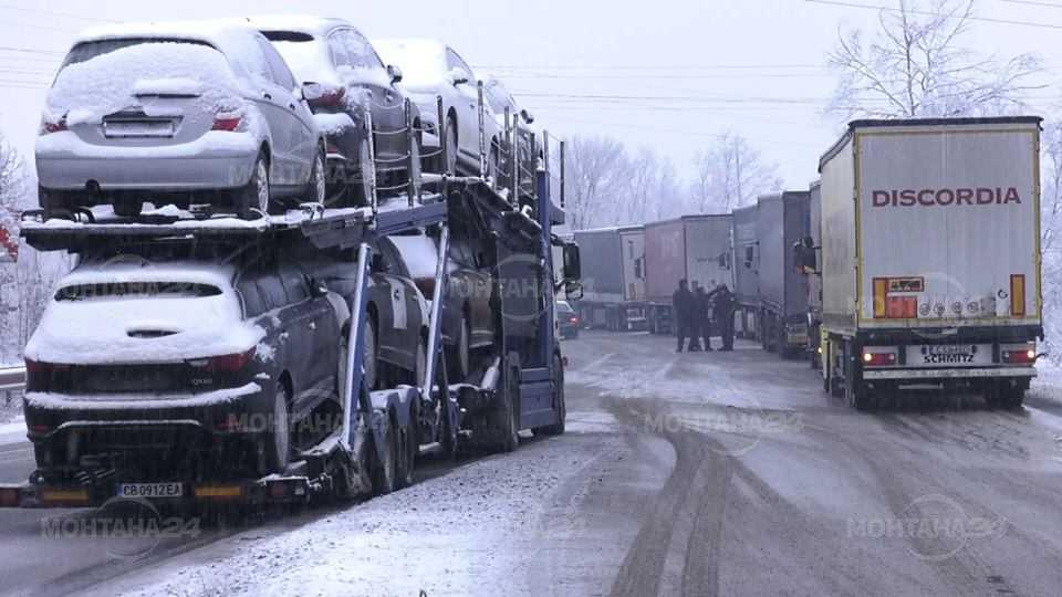 Зимата блокира тирове на околовръстния път на Монтана