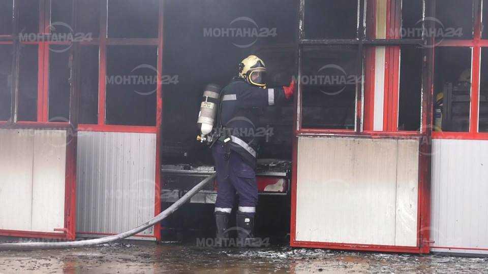 Пожар изпепели автосервиз край СБА край Монтана