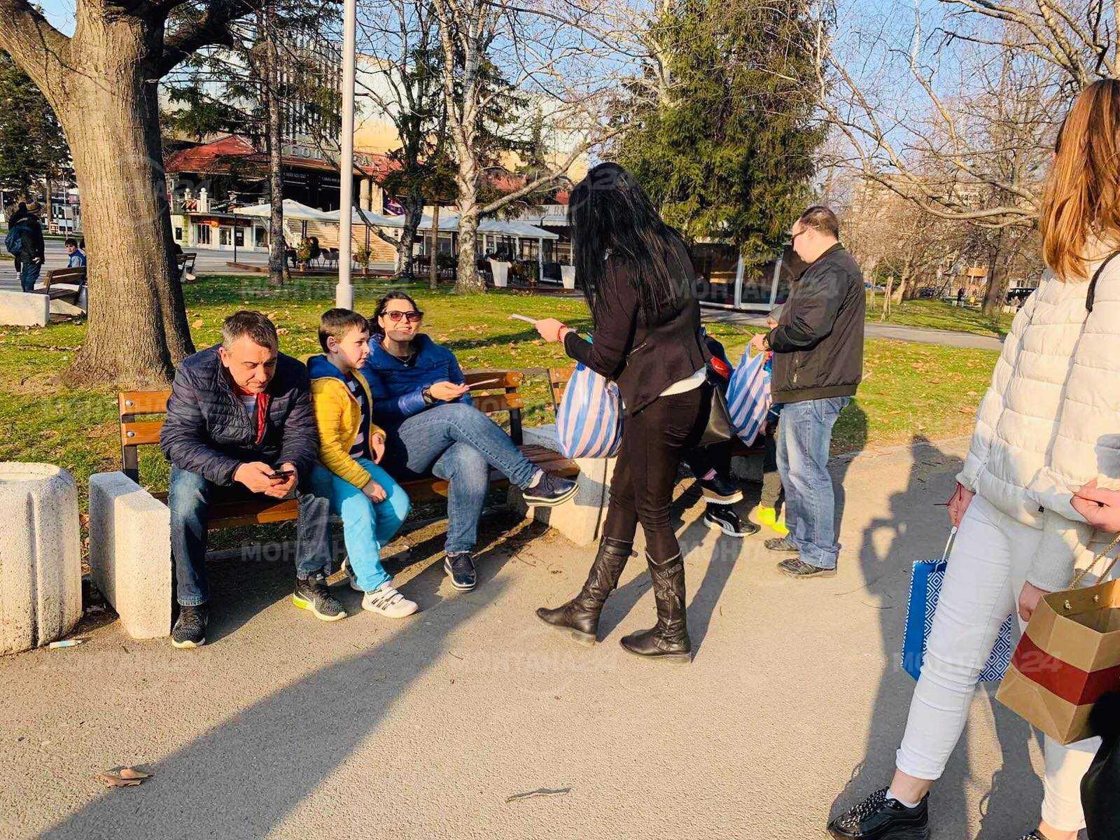 Над 600 мартенички подариха на съгражданите си младежите от МГЕРБ в Монтана