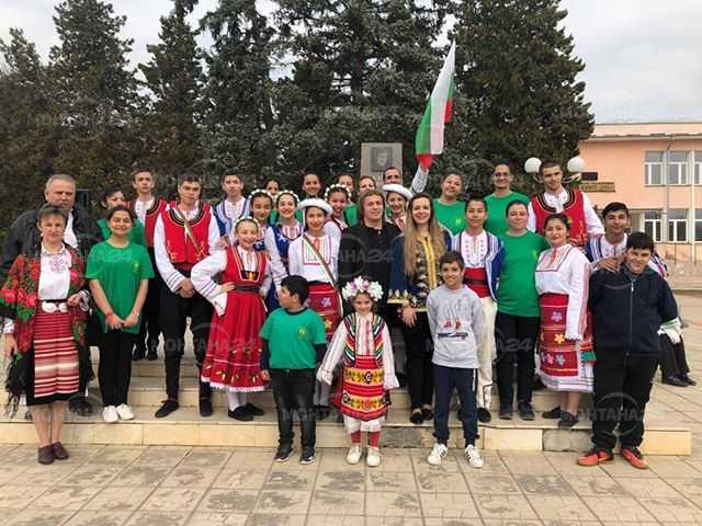 Жителите на село Владимирово извиха голямо хоро