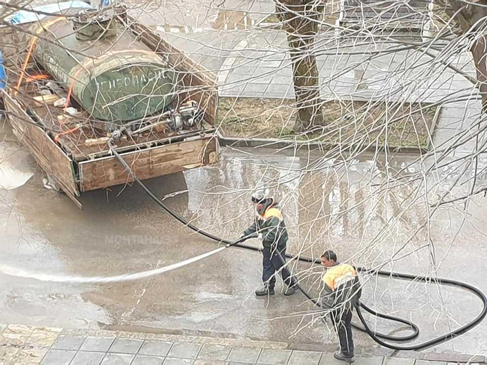 Община Вършец започна пролетното измиване на улиците в града