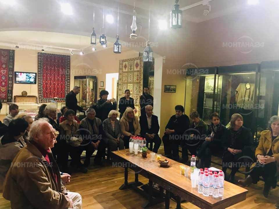 Депутатите организират и изложба на чипровски килими в Народното събрание. Най-вероятно това ще стане в началото на месец май.