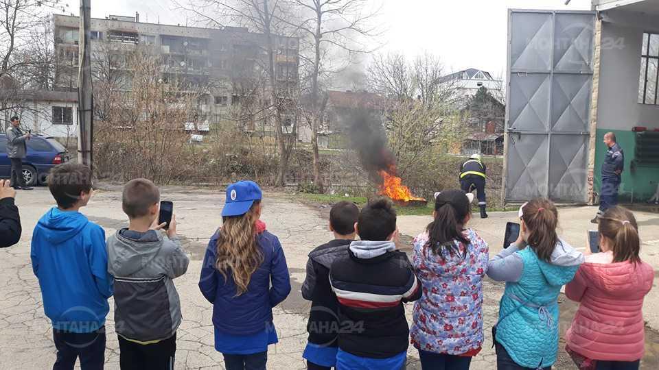 Ученици от Вършец се учиха да гасят пожари