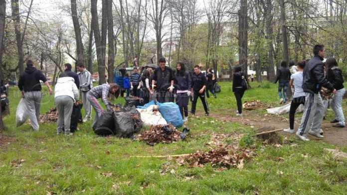 Акция във Вършец за Великденско почистване