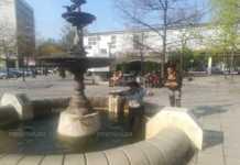 """Жена събира стотинките от фонтана на """"Ал. Константинов"""""""