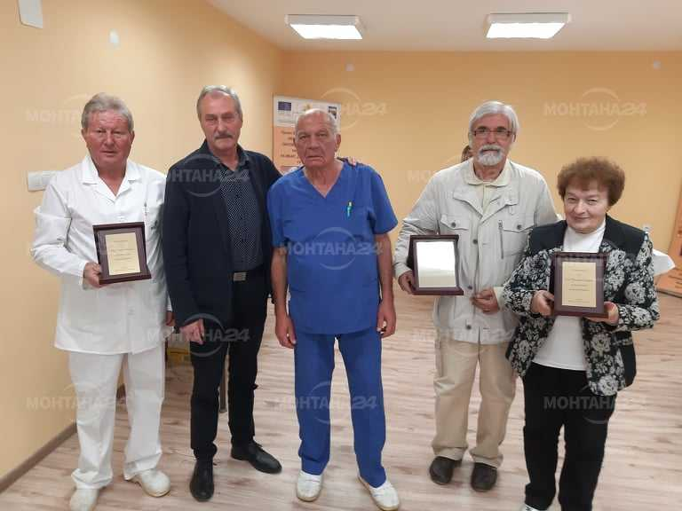 Наградиха четирима лекари за деня на здравния работник