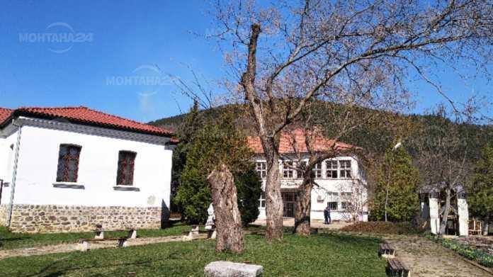 Правят парк на историческия хълм в Чипровци