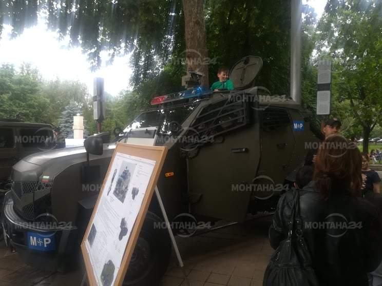 Военни и техника окупираха площада в Монтана