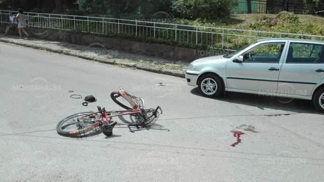 От последните минути! Велосипедист се блъсна в автомобил